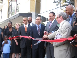 Mayor Gray prepares to cut the ribbon, flanked by Councilmember Jim Graham and Victor Hoskins