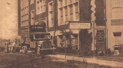 Mail truck at the Park View post office, 1919.