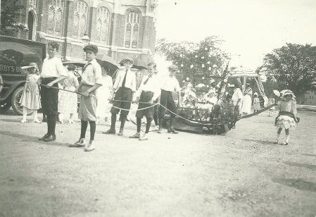 Parade float on New Hampshire Avenue with Grant Circle in the background, July 4, 1921 (photo from author's collection).