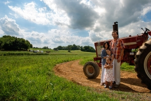 Farmer Mike, wife Deim, and daughters Sage & Harper (Photo from Earth Spring Farm Website.)